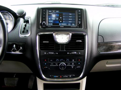chrysler-town-country-2014[12]